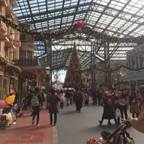 World Bazaar (looks a lot like Main Street USA...😜)
