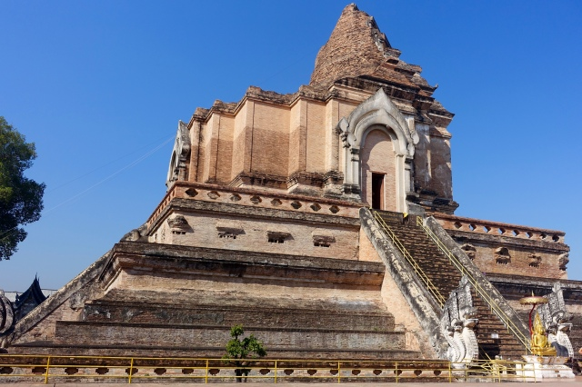 wat chedi luang - partially crumbled from earthquake