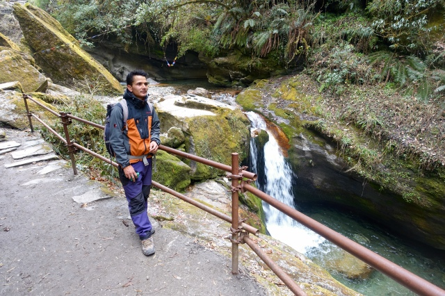 waterfall stare