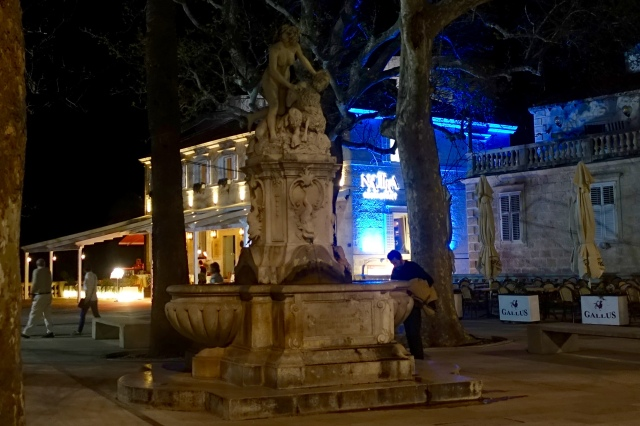 brsalje square and fountain, outside of old city