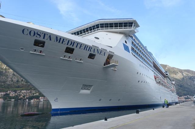 cruise ship😟